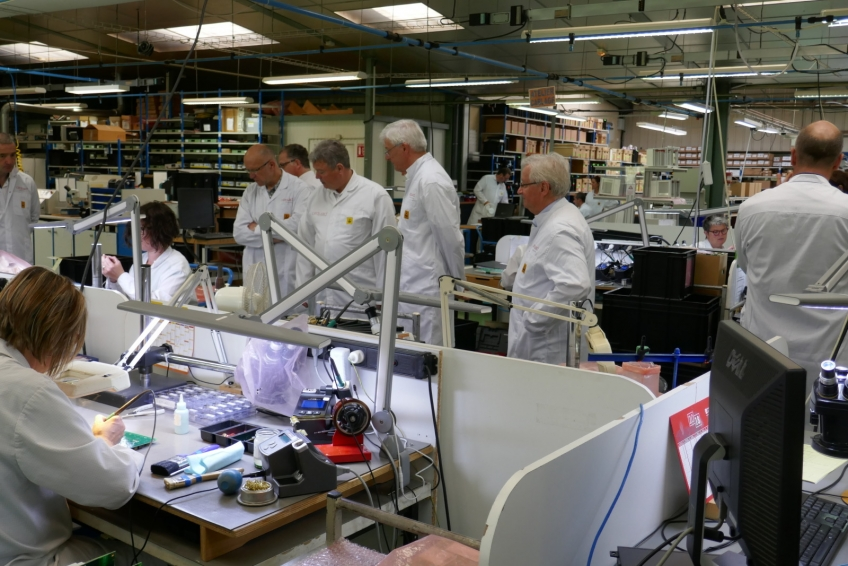 180525-Jugon-Cequad-8-by-S-Primault-LTM - intérieur, paysage, plan large, Visite de l'entreprise CEQUAD à Jugon-les-Lacs-Commune-Nouvelle, 25 mai 2018, fabrication de cartes électroniques, atelier, élus, Economie - tous supports